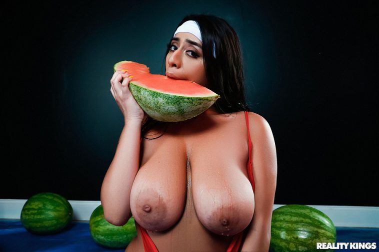 CURVY TEEN VIOLET MYERS SHOWS OFF HER MELLONS 4
