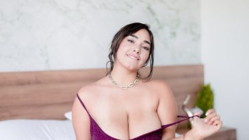 sharonnmayers busty cam girl